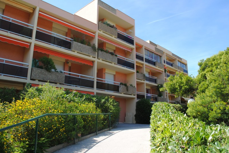 Locations annuelles appartement t1 f1 bormes les mimosas for Achat location appartement