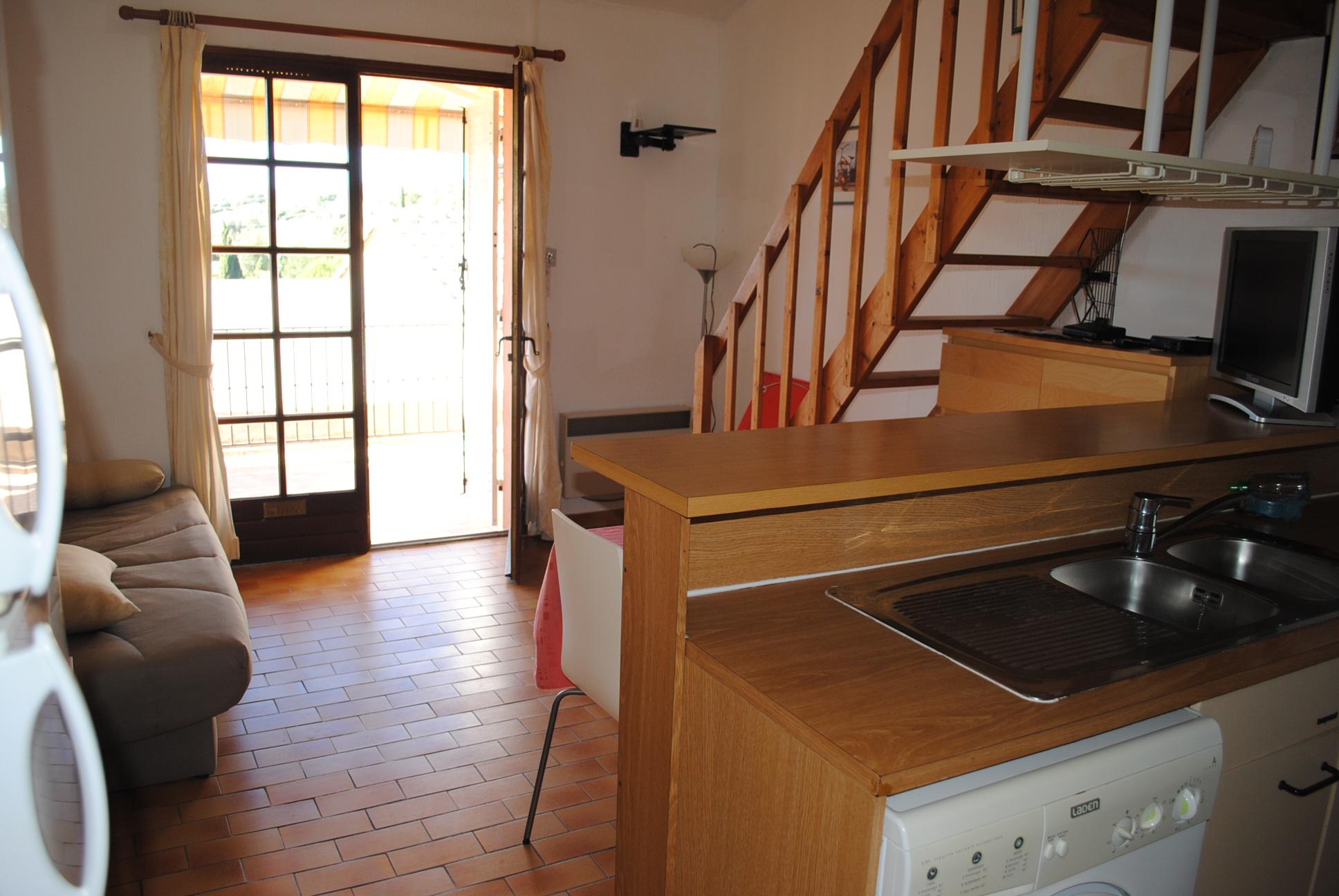 Locations annuelles studio mezzanine meubl t1 f1 bormes les mimosas hameau des olivierss era - Studio mezzanine ...